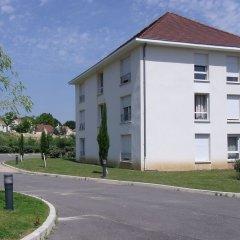 Отель Residhotel les Hauts d'Andilly парковка