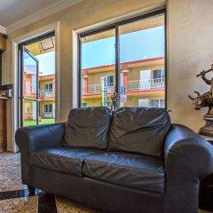 Отель Rodeway Inn Culver City комната для гостей