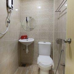Отель ZEN Rooms Off Jalan Pudu @Hotel Paloma Inn Малайзия, Куала-Лумпур - отзывы, цены и фото номеров - забронировать отель ZEN Rooms Off Jalan Pudu @Hotel Paloma Inn онлайн ванная фото 2