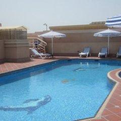 Отель Belvedere Court бассейн