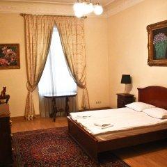 Отель British Club Львов комната для гостей