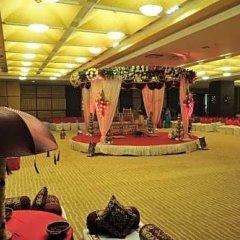 Отель Cambay Grand фитнесс-зал фото 3