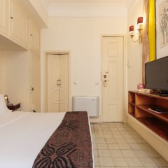 Отель The Independente Suites & Terrace сейф в номере
