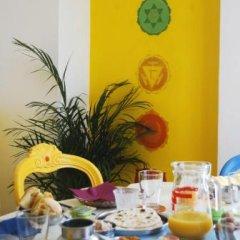 Отель Laxmi Guesthouse B&B Италия, Генуя - отзывы, цены и фото номеров - забронировать отель Laxmi Guesthouse B&B онлайн питание фото 3