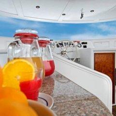 Отель Yacht Sarah Venezia бассейн