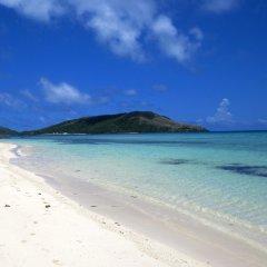 Отель Blue Lagoon Beach Resort Фиджи, Матаялеву - отзывы, цены и фото номеров - забронировать отель Blue Lagoon Beach Resort онлайн пляж