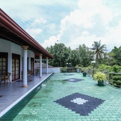 Отель Lagoon Garden Hotel Шри-Ланка, Берувела - отзывы, цены и фото номеров - забронировать отель Lagoon Garden Hotel онлайн бассейн фото 2