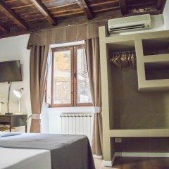 Отель Do-Do Navona Suites сейф в номере