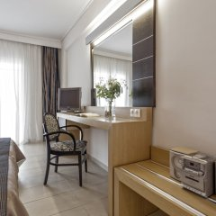 Lagomandra Hotel & Spa сейф в номере