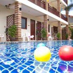 Отель Hathai House бассейн