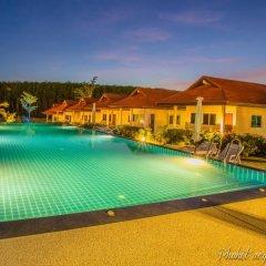 Отель Phuket Airport Villa бассейн