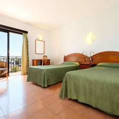 Отель azuLine Hotel Galfi Испания, Сан-Антони-де-Портмань - 1 отзыв об отеле, цены и фото номеров - забронировать отель azuLine Hotel Galfi онлайн комната для гостей фото 3