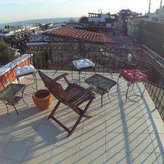 Berk Guesthouse - 'Grandma's House' Турция, Стамбул - отзывы, цены и фото номеров - забронировать отель Berk Guesthouse - 'Grandma's House' онлайн приотельная территория фото 2