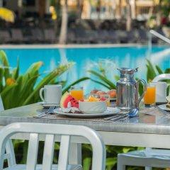 Отель Victoria Beachcomber Resort & Spa питание фото 3