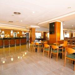 Отель Golden Port Salou & Spa гостиничный бар