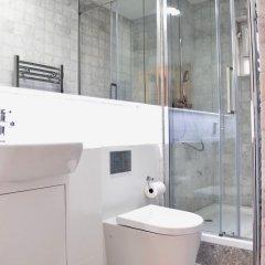 Отель Modern Maisonette By Chalk Farm Великобритания, Лондон - отзывы, цены и фото номеров - забронировать отель Modern Maisonette By Chalk Farm онлайн ванная фото 2