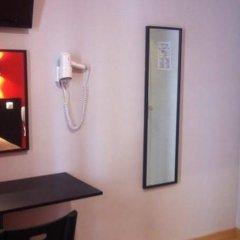 Отель Hipotel Paris Belleville Pyrenees Париж удобства в номере фото 2