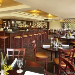 DoubleTree by Hilton Hotel Alana - Waikiki Beach гостиничный бар