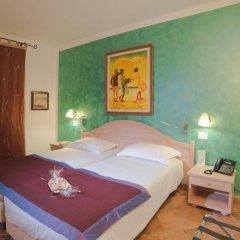 Отель Stella Maris сейф в номере