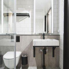 Hotel With Urban Deli ванная фото 2