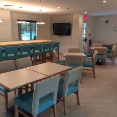 Отель Comfort Suites Seven Mile Beach Каймановы острова, Севен-Майл-Бич - отзывы, цены и фото номеров - забронировать отель Comfort Suites Seven Mile Beach онлайн гостиничный бар