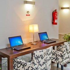 Отель Petit Palace Santa Cruz Испания, Севилья - отзывы, цены и фото номеров - забронировать отель Petit Palace Santa Cruz онлайн интерьер отеля фото 3