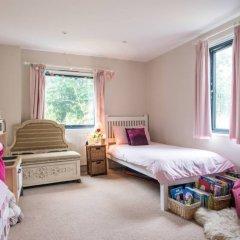 Отель Modern 3 Bedroom Family House With Garden детские мероприятия