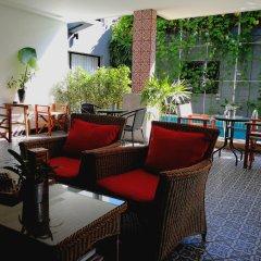 Отель The Umbrella House питание