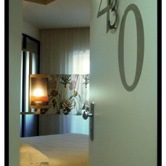 Hotel Caravel Рим сейф в номере