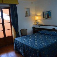 Отель Albergo Le Briciole Проччио сейф в номере