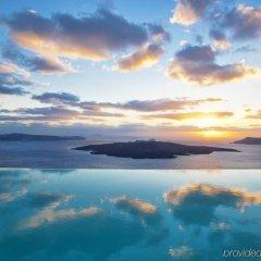 Отель Cosmopolitan Suites Греция, Остров Санторини - отзывы, цены и фото номеров - забронировать отель Cosmopolitan Suites онлайн бассейн фото 2