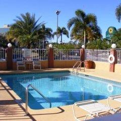 Отель Baymont Inn & Suites Orlando - Universal Studios бассейн фото 3