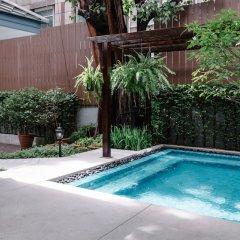 Отель Baan Vajra Бангкок бассейн фото 3