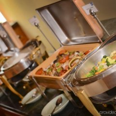Отель Swiss-Belhotel Sharjah питание