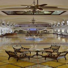 Отель The LaLiT Golf & Spa Resort Goa интерьер отеля