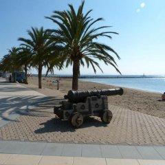 Отель Hostal Rom Испания, Курорт Росес - отзывы, цены и фото номеров - забронировать отель Hostal Rom онлайн пляж