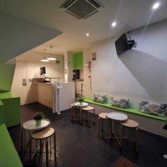 Отель Central & Basic Universitat Барселона гостиничный бар