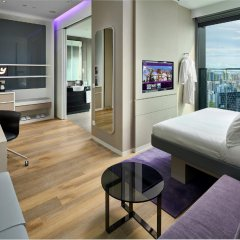 Отель YOTEL Singapore Orchard Road 4* Стандартный номер с двуспальной кроватью фото 4