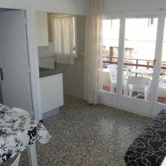 Отель Apartamentos Flomar Испания, Л'Эстартит - отзывы, цены и фото номеров - забронировать отель Apartamentos Flomar онлайн комната для гостей фото 2
