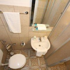 Urkmez Hotel Турция, Сельчук - отзывы, цены и фото номеров - забронировать отель Urkmez Hotel онлайн ванная фото 2