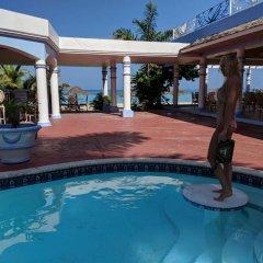 Отель Beachcomber Club Resort Ямайка, Саванна-Ла-Мар - отзывы, цены и фото номеров - забронировать отель Beachcomber Club Resort онлайн бассейн фото 2