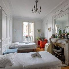 Отель Balcony Bliss steps from the Bois de Boulogne комната для гостей фото 5