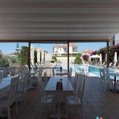 Kamer Suites & Hotel Чешме гостиничный бар