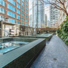 Отель L'Hermitage Hotel Канада, Ванкувер - отзывы, цены и фото номеров - забронировать отель L'Hermitage Hotel онлайн бассейн фото 2