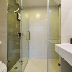Отель The Grass Serviced Suites by At Mind ванная фото 2