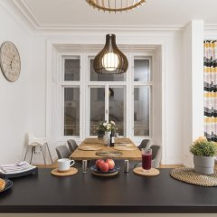 Апартаменты Singerstraße Luxury Apartment Вена гостиничный бар