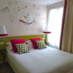 Отель Hôtel des 3 Poussins Франция, Париж - 3 отзыва об отеле, цены и фото номеров - забронировать отель Hôtel des 3 Poussins онлайн комната для гостей фото 5