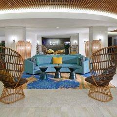 Отель Waikiki Beachcomber by Outrigger интерьер отеля