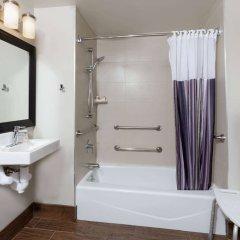 Отель La Quinta Inn & Suites New York City Central Park ванная фото 2