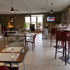 Hotel Campanile Millau гостиничный бар